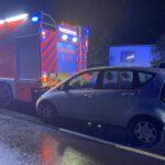 Verkehrsunfall am Rande des Dachstuhlbrandes im Stadtteil Bärbroich von Bergisch Gladbach